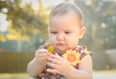 How to Create Fall Portraits in Warm Climates by Jennifer Tacbas of Jennifer Leigh Photography shares easy tips for creating the illusion of autumn in your family portraits using color and light!